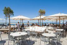 La Terrasse / On y retrouve la carte du restaurant, mais aussi un florilège de plaisirs simples, comme se délecter de quelques huîtres accompagnées d'un verre de blanc frais.