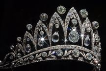 Jewelry: Crowns and tiaras / by Ester GJ