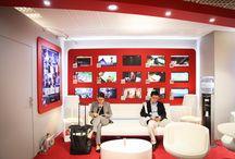 MIPTV 2014 - Affichage dynamique & Signalétique / Exhibit Group a habillé l'intérieur et l'extérieur du Palais des Festivals pour le MIPTV, l'événement incontournable pour les professionnels des contenus audiovisuels pour tous écrans. En plus de la décoration des stands, l'installation des toiles et des panneaux en PVC imprimés dans ses ateliers , cette année la nouvelle filiale Pixeolab permet aux professionnels du milieu de l'audiovisuel d'en prendre plein les yeux avec les installations en terme d'affichage dynamique.