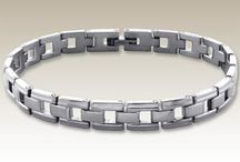Stainless steel bracelets / Our wholesale 316 Steel Bracelets are available in many colors and designs at factory price. Please feel Free to contact us for further information. Stainless Steel has increasingly grown as a popular metal choice for jewelry. Often made without nickel, this metal type is popular among those who may have metal allergies. jewelry.http://www.elf925.com/Silver-Subcatalog/102-Steel-Women-Bracelets.asp