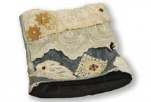 Bolsos Varios de LA TUERTA / Bolsos y carteras de varios modelos confeccionados y decorados a mano.