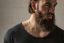 Mies parta ja tukka