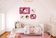Dollhouse Miniatures / by Amanda Harwood