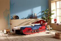 Lit Garçon / Découvrez sur www.capitaine-matelas.com la collection de lits pour les garçons. Du lit bateau pirate au lit voiture 4x4 en passant par le lit voiture de pompier. Un large choix de lits enfants qui fera plaisir aux petits comme aux grands. #LitEnfant #LitGarçon