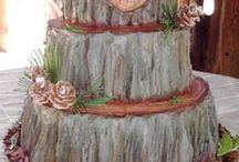 Showstopper Wedding Cakes / Everyone loves a good wedding cake! These are some of the best wedding cakes I have found on and off Pinterest and should get you salivating. Whatever kind of wedding cake you've dreamed about, there should be one here for you!