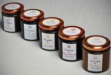 Confetture e Marmellate con aceto balsamico / La passione per l'aceto balsamico che produciamo nelle nostri botti, ha ispirato la linea di prodotti che vogliamo proporvi, per portarvi a casa un pezzo di Antica Moka.