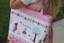 Bags, Totes and Purses / Tutorials, patterns and just all around great ideas for handmade bags, purses and totes.