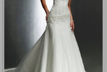 Wedding dresses / by Mayra Avelar