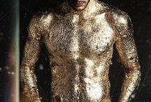 Gold / Il y a l'or, la couleur de l'or, et les personnes en or.