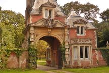 Gate houses