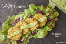 Falafel Burgers / The traditional Falafel recipe made healthier! No added fats! They are vegan, soy-free, nut-free and there's a gluten-free option.
