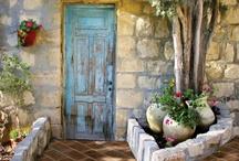 Please Come In / by Elizabeth Dahdah