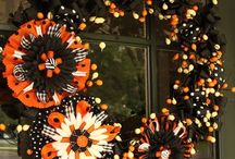 Wreaths/Door Decor / by Deedra Sherron
