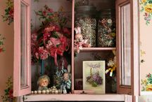 Cute and Cozy Cottage Decor / Cottage decorating and collections.