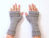 Crafty - Knit Stitching  / by Shannon Welihan