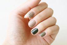 Nails green