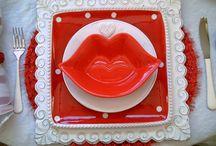 Valentine's Day Tablescape and Table Settings. / Fun Valentine's tablescape ideas.