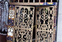 Двери из картона