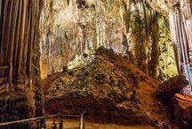 CAVERNAS E GRUTAS / Dentre as maravilhas da natureza, há o grande mistério das profundezas da terra.