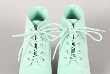 roupas acessórios e sapatos