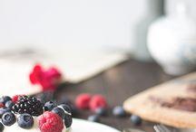 Sommerrezepte vegetarisch und vegan / Vegetarische Grillrezepte, einfaches selbstgemachtes Eis und Limonaden, erfrischende Gerichte für den Sommer sowie leckere Kuchen mit Sommerobst. Denn Essen und Trinken soll gerade im Sommer Freude machen beim Picknick, lauschigen Abenden auf der Terrasse oder dem Grillen mit Familie und Freunden!