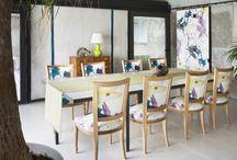 Colectia EXPRESSIONS / Cateva modele de tesaturi, in culori vii, inspirate de picturile realizate cu pensule groase, cu influente expresioniste. Insa colectia Expressions aduce si cateva elemente clasice, precum imprimeurile vegetale. Culoarea este cea care are rolul principal in aceste noi tesaturi.