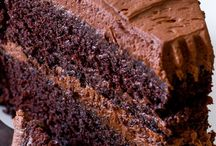 Chocolate Layer Cakes Recipes - The Very Best / This board is all about, you guessed it, chocolate layer cakes. Dark chocolate, milk chocolate, white chocolate... With caramel filling, with fruit filling, with chocolate filling... Rocking a rustic look or elegantly decorated, they are all here!