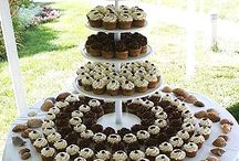 square wedding cakes with cupcakes