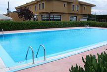 Zenit Calahorra / El Zenit Calahorra Hotel, situado a 1 km del centro de Calahorra, en la región vinícola de La Rioja, se encuentra rodeado de jardines extensos y alberga una piscina al aire libre y un campo de minigolf. Este hotel también ofrece conexión Wi-Fi gratuita y aparcamiento gratuito.Hotel Zenit Calahorra, Carretera Nacional, 232 km. 363,800 26500 , Calahorra, LA RIOJA, España Telf: 941147952 Email: calahorra@zenithoteles.com http://calahorra.zenithoteles.com/