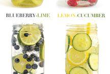 Getränke / Cocktails  Wasser mit Früchten