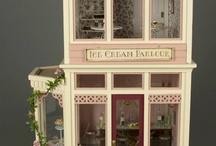 Dollhouses & Miniature Shops