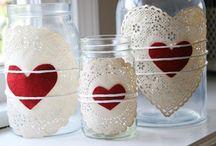 Bottiglie e vasi decorati