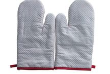 Oven Mitts / Oven mitts can ensure you safety when cooking and make your kitchen with cozy style at the same time. Our functional and colorful oven mitts are made with 100% cotton that makes the outer fabric soft and keeps your hands away from the heat. Like kitchen towels, kitchen aprons and pot holders, it has the characteristics of durable, good looking and easy storage for daily usage. Customized styles, colors and certain quantities are available.