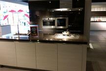 Showmodel keuken 83 / Showroomopruiming bij Grando Keukens & Bad Hoorn.   Verschillende showmodellen zoeken een nieuwe eigenaar. Wij gaan plaats maken voor de najaarscollectie van 2014 en bieden deze showkeukens aan met zeer hoge kortingen.