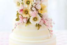 Wedding Cakes / by Taryne Vanhulle