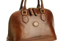 Win een tas! / Leuke en originele tassenwesite! Heb jij de leukste en mooiste omschrijving van een gekozen tas? Wie weet win jij hem dan wel! Elke 2 weken weer een andere tas.