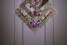 Wall hanging flowers arrangements