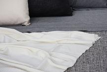 cuscini tappeti plaid / Cuscini, tappeti, plaid, tessuti di design. Decine di prodotti artigianali e collezioni di oggetti per la casa realizzati in cotone tinto in filo,lino, canapa, lana, cashmere e seta per arredi di alto livello. Produzione Made in Italy.