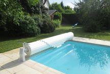 Volets de piscine / Volet hors-sol fixe, mobile ou immergé, en un tour de clé, découvrez et recouvrez votre piscine pour limiter la baisse de température et protéger des impuretés extérieures.