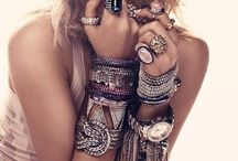 For the Love of Jewelry / Jewelry takes people's minds off your wrinkles.