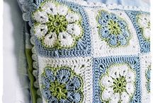 hekel blou  wit en groenkussing
