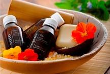 Ananda Ayurveda / Ananda te ofrece productos de Aromaterapia inspirados en el Ayurveda, la medicina tradicional de la India. Aceites vegetales puros se combinan con aceites esenciales para crear sinergias sanadoras.