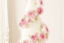 Classic floral cakes / Wedding cakes featuring sugar flowers and classic styling