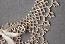 Coliere lucrate cu laseta si perle