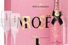Rosè Wine - Lady & Parfume. / Er veldig trett,sliten nesten utbrent,vil gjerne være her alikevel,men vet ikke hvor mye jeg får gjort Nå orker jeg  ikke stryke ut mer er utslitt