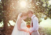 Várandós menyasszony // Pregnant bride / A menyasszony szépségét csak emeli az a boldogság, melyet a pocakjában növekvő magzat okoz. Nem szabad megijedni akkor sem, ha a menyasszony várandósan áll az oltár elé, hiszen ugyanolyan gyönyörűek, mint bárki más! // #bride #pregnant #baby #wedding