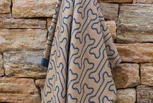 Linha PET Decortrico / Inspirado em temas caninos, as mantas possuem um design moderno e aconchegante.