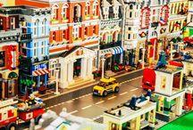 """Lego z wystawy w Łebie 2015 / Tablica pokazuje niektóre zestawy klocków lego, które będą częścią interaktywnej wystawy  """"Łebskie Klocki"""" w Łebie. Wystawę będzie można zwiedzać od początku lipca 2015 roku na ul. Leśnej 3"""