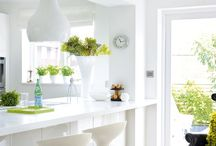Cool White Kitchens / There's something about white in a kitchen - cool, crisp and clean... but sometimes strangely comfy and homely too