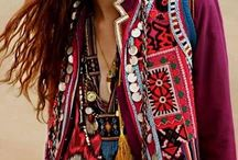ABOUT YOU ❤ Boho / BOHEMIAN SUMMER. You love fringes, playful ethno prints and light summer dresses? Then make some space in your wardrobe for the most beautiful Boho outfits ....